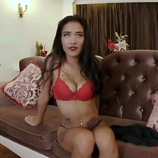 Skinny Teenage Thai Bombshell Is Ready to Play