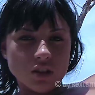 Hot beach girl wants to fuck outdoors