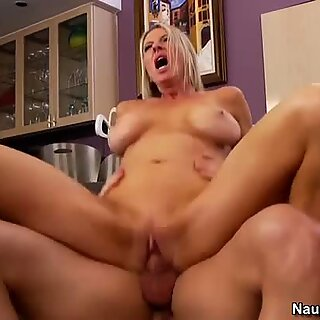 Killer body granny Emma Starr jumps on a cock passionately
