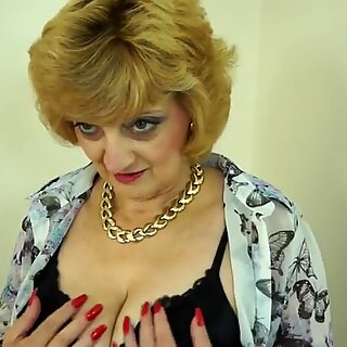 Amateur British granny with hungry vagina