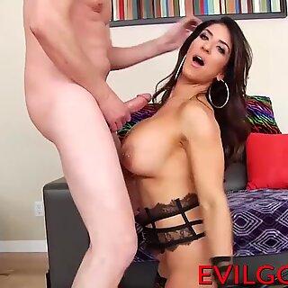 Amazing mature slut Raven gets a huge boner in her asshole