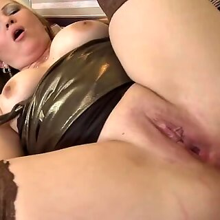 unexperienced mom takes massive cock